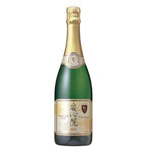大分県の安心院などは地元産ぶどうを利用したワイン生産が盛んである(写真は安心院産スパークリングワイン)